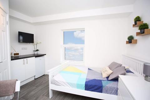 Studio to rent - Cowper Street Studio  P11478