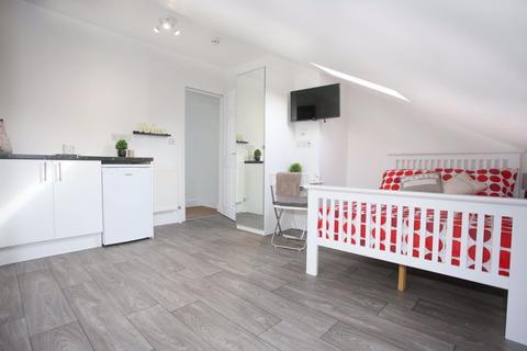 Studio to rent - Cowper Street Studio P11480