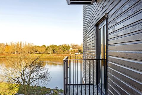 2 bedroom flat for sale - Boat Race House, 63 Mortlake High Street, London, SW14