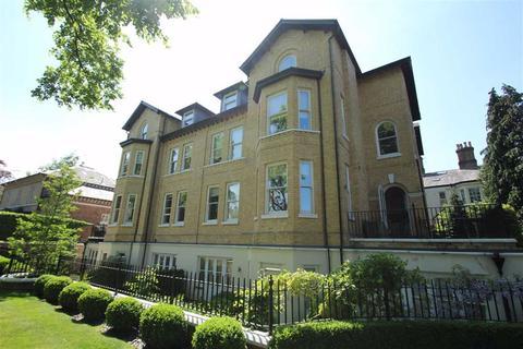 3 bedroom apartment to rent - Chesham Place, Bowdon, Altrincham