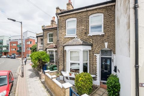 3 bedroom terraced house for sale - Lugard Road, Nunhead, London, SE15