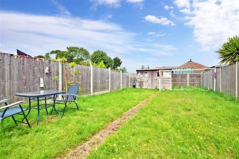 3 bedroom detached house for sale - Edmund Road, Rainham, Essex