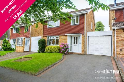 3 bedroom detached house for sale - Surrey Drive, Finchfield, Wolverhampton