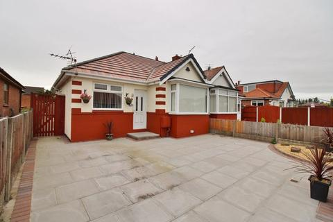 2 bedroom bungalow for sale - The Crescent, Southport