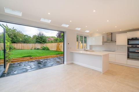 4 bedroom semi-detached house for sale - Cookham - Southwood Gardens