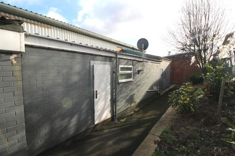 Property to rent - Station Lane, Old Whittington, Chesterfield