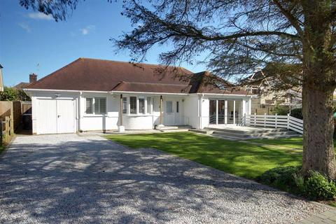 3 bedroom detached bungalow for sale - Little Paddocks, Ferring, West Sussex, BN12