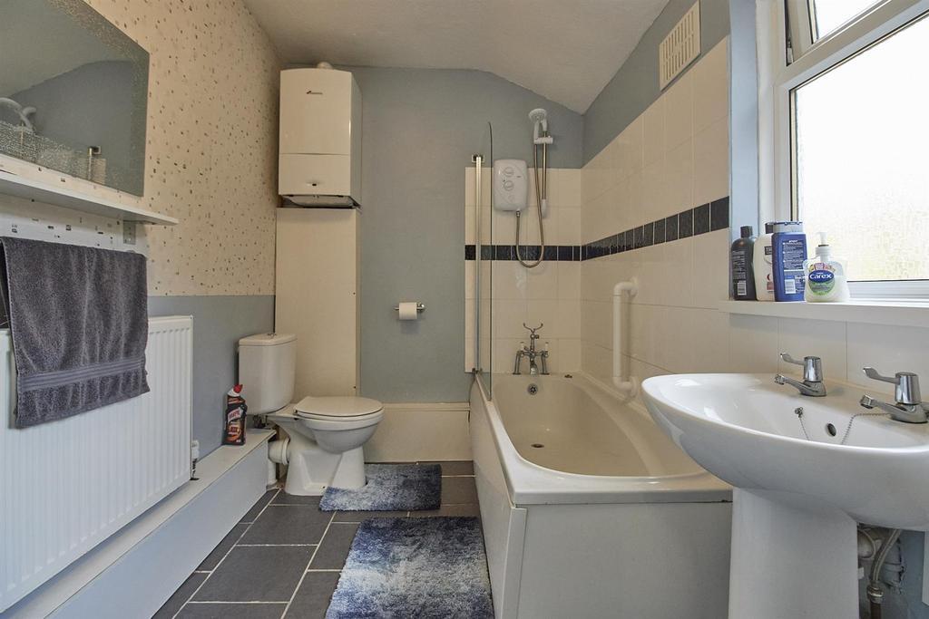 Family Bathroom to Rear