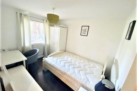 6 bedroom house share to rent - Jamestown Way, London E14