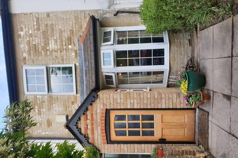 2 bedroom terraced house for sale - Bedfont Lane, Feltham, TW14