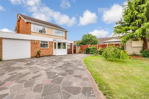 4 bedroom detached house for sale - Saxon Close, Wickford