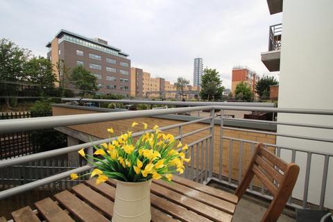 1 bedroom flat to rent - Spectacular 1 Bedroom Flat, Granite Apartments, London, E15 1PY