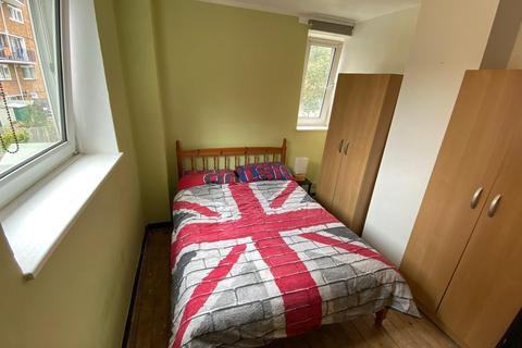 House share to rent - Thurland House, Manor Estate, Camilla Road, London, SE16