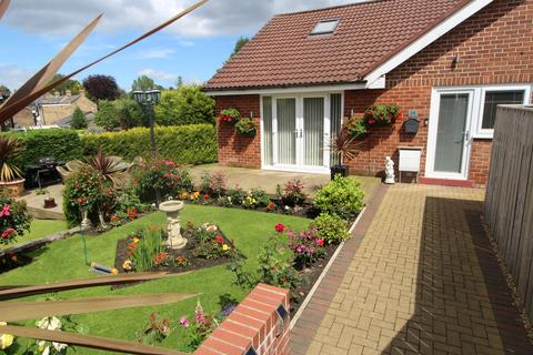 2 bedroom semi-detached bungalow for sale - Enfield Gardens, Whickham