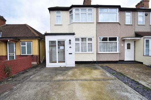2 bedroom house to rent - Mayswood Gardens, Dagenham, RM10