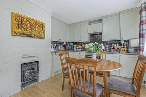 2 bedroom flat - Reynolds Road, Chiswick