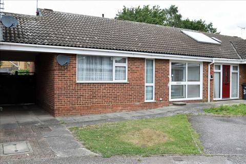 2 bedroom bungalow for sale - Tythe Close, Chelmsford