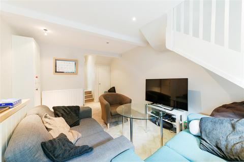 3 bedroom apartment to rent - Ballater Road, Clapham