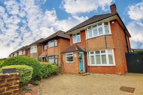 3 bedroom detached house for sale - WOW! EXTENDED! REQUESTED LOCATION! VENDOR SUITED!