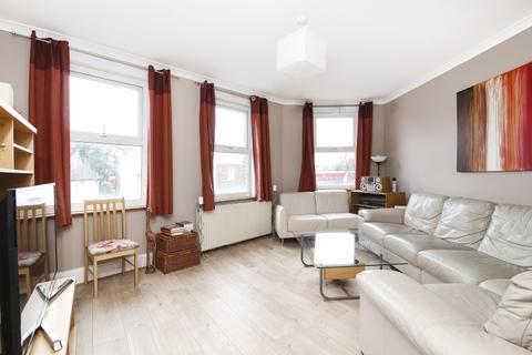 3 bedroom flat - Brockley Cross London SE4
