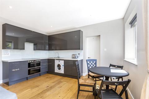 3 bedroom property to rent - Wandsworth Road, London, SW8
