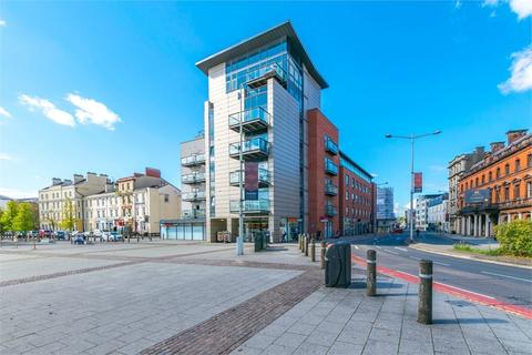Flat to rent - Bute Crescent, Cardiff, South Glamorgan