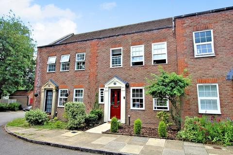 3 bedroom terraced house for sale - York Mews, ALTON, Hampshire