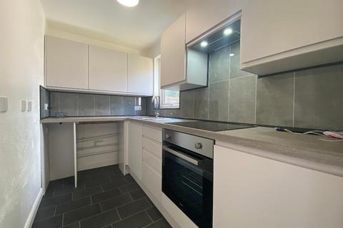 Studio to rent - Tophill Close, Portslade, BN41 2QB