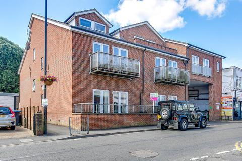 1 bedroom flat for sale - Westway, Caterham, Surrey, CR3 5TQ