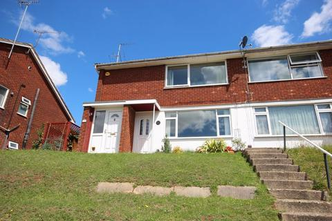 2 bedroom property for sale - Well presented 2 bed with garage and private rear garden