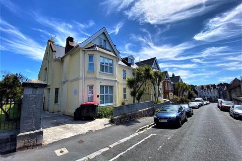 2 bedroom apartment - Morgan Avenue, Torquay