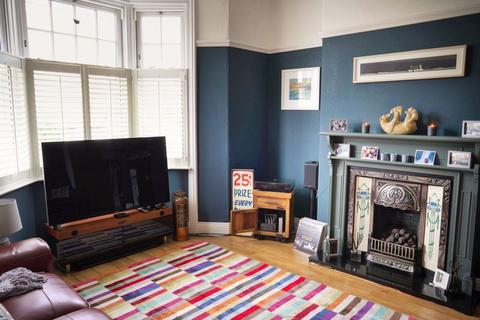 5 bedroom house - Waterloo Place, North Shields