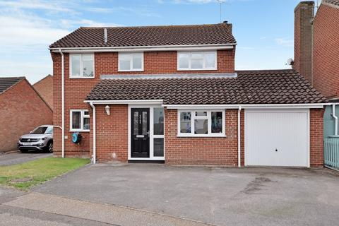 3 bedroom detached house for sale - Jenner Mead, Chelmer Village, Chelmsford, CM2