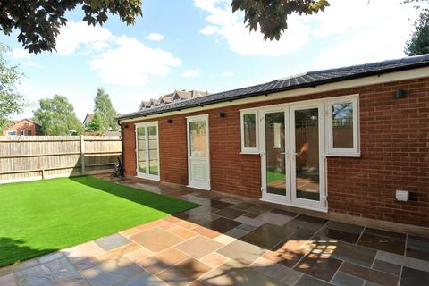 1 bedroom detached bungalow for sale - Staines Road West, Sunbury-on-Thames, TW16