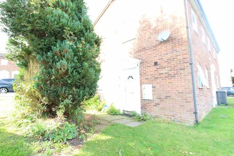 1 bedroom house to rent - Layham Drive One bed house - P9438