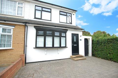3 bedroom semi-detached house for sale - Recreation Avenue, Romford, RM7
