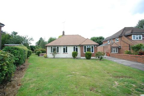 2 bedroom detached bungalow to rent - Cory Drive, Hutton, Brentwood, Essex, CM13