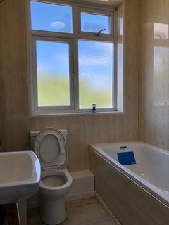 3 bedroom terraced house to rent - Western Avenue, Dagenham, Essex, RM10