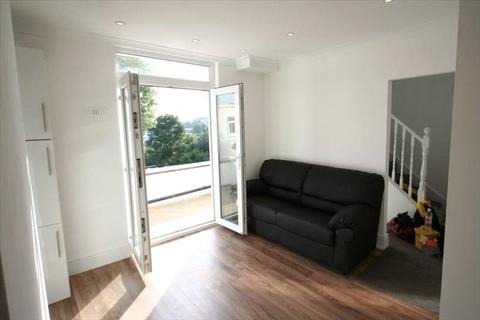 2 bedroom apartment to rent - Beaconsfield Road, New Southgate, London, Greater London, N11