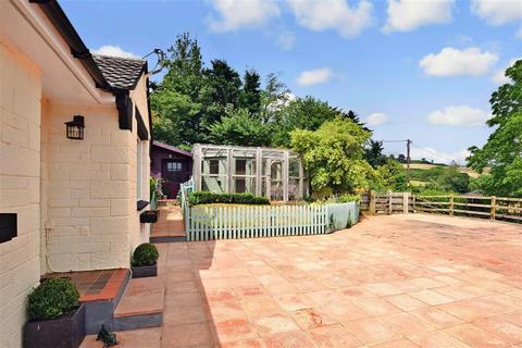 2 bedroom detached bungalow for sale - Gaggerhill Lane, Brighstone, Newport, Isle of Wight