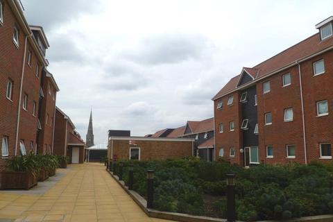 2 bedroom flat to rent - Nayland Court, Market Place, Romford, Essex, RM1 3EF