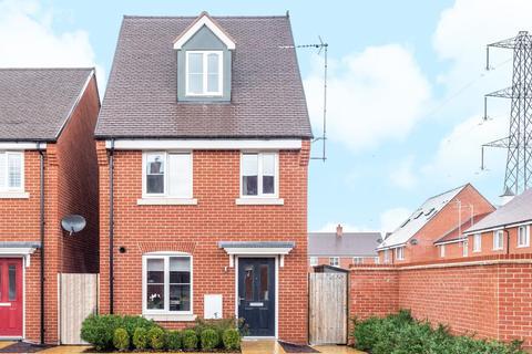 3 bedroom detached house for sale - Berryfields,  Aylesbury,  Buckinghamshire,  HP18