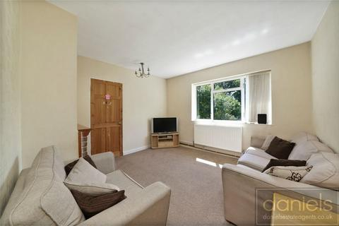3 bedroom flat for sale - Petworth Gardens, Uxbridge, Greater London