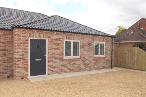 2 bedroom semi-detached bungalow for sale - Staithe Road, Wisbech