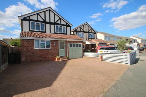 4 bedroom detached house for sale - Peach Avenue, Hockley