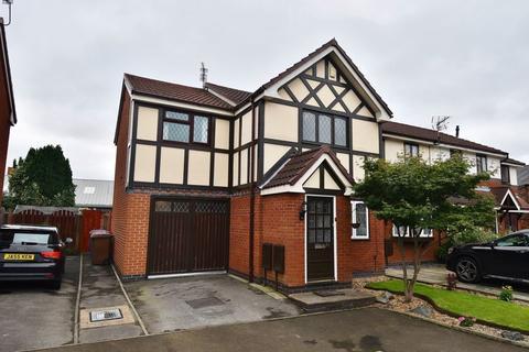 3 bedroom end of terrace house for sale - Waterslea, Eccles