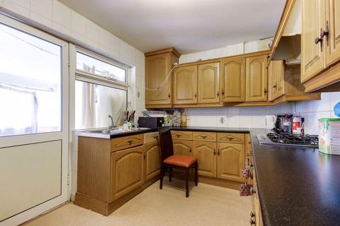 3 bedroom semi-detached house for sale - Montagu Crescent, Edmonton, N18