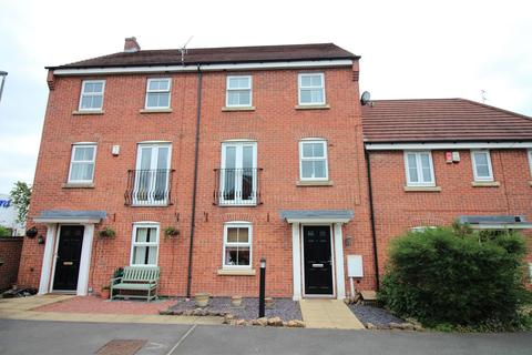 4 bedroom semi-detached house for sale - Coupe Gardens, Hucknall, Nottingham, NG15
