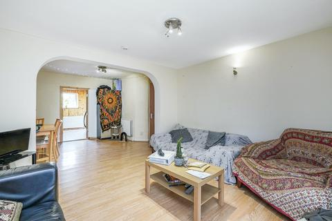 4 bedroom semi-detached bungalow to rent - Lowfield Road, Acton, London, W3