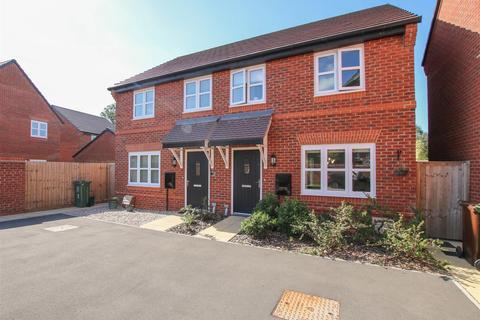 2 bedroom semi-detached house to rent - Britten Close, Aylesbury
